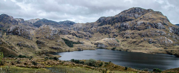 Students explore Cajas National Park at the weekend with Yanapuma