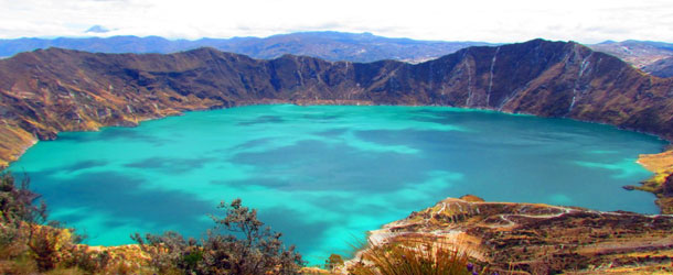 Adventure in Quilotoa crater lake in Ecuador