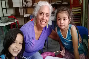 Volunteer at Yanapuma Spanish school in Cuenca with children
