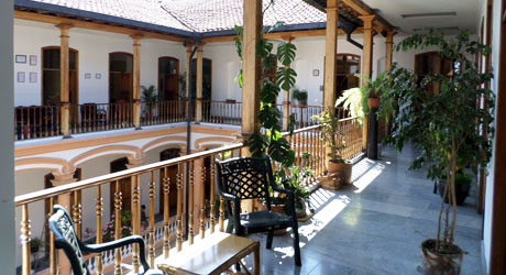 yanapuma spanish school is housed in a colonial style building in the heart of Quito - students and volunteers study Spanish in a colonial setting